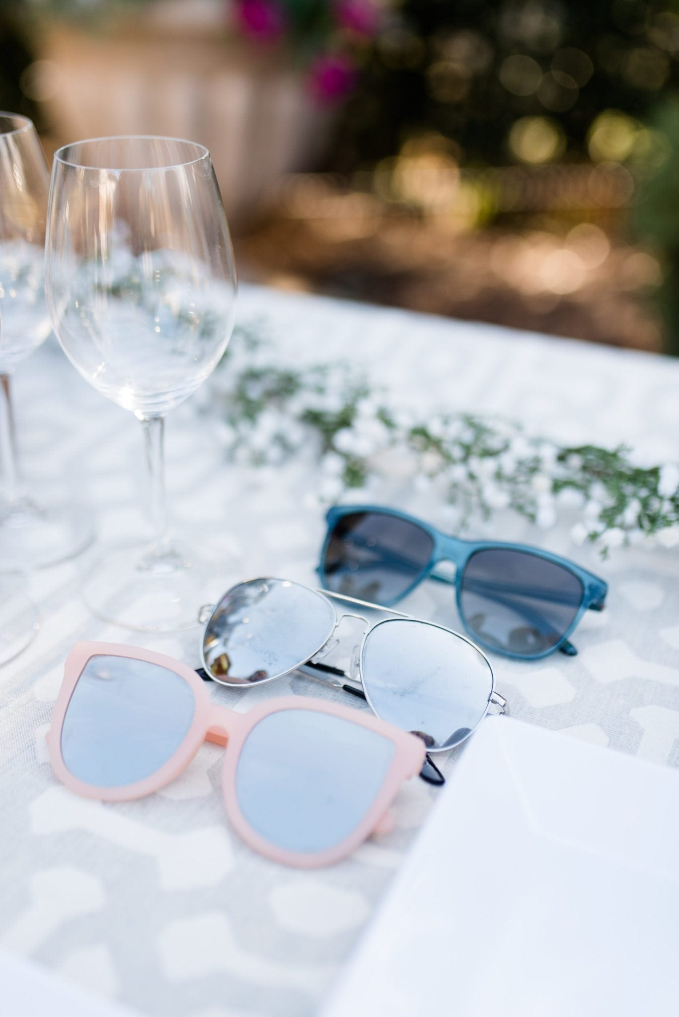 How to host a pool party. Have lots of sunglasses laid out for guests. Make parties easy for friends to come over. Pink Quay sunglasses, Aviators and more!