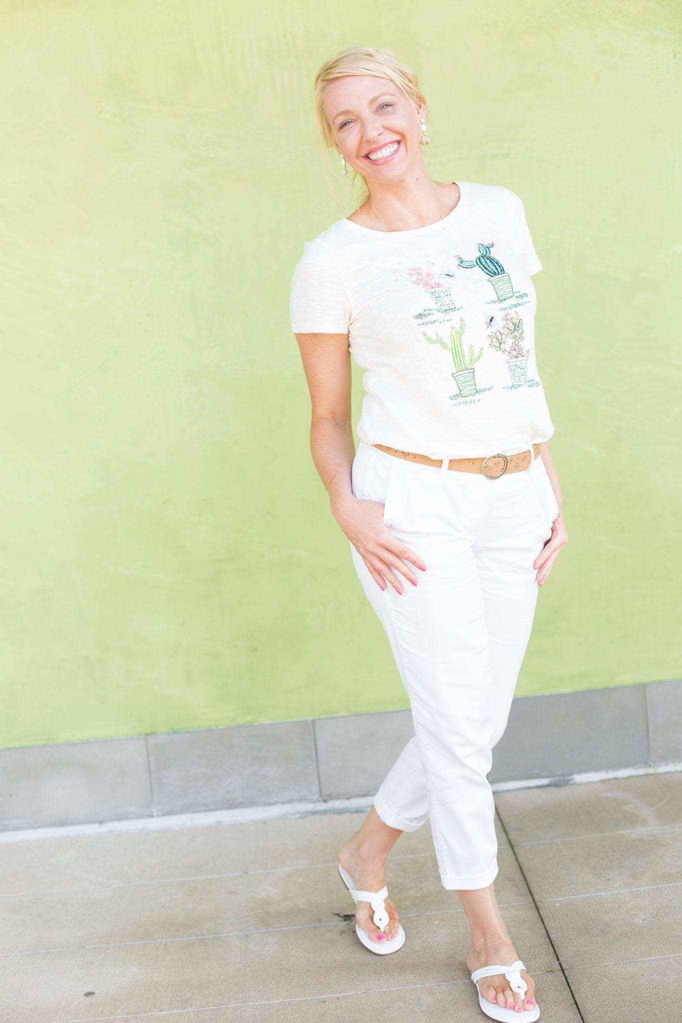 White summer outfit. Easy to wear summer pants and shoes.
