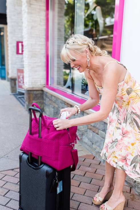 Lightweight luggage for women. How to travel easily.