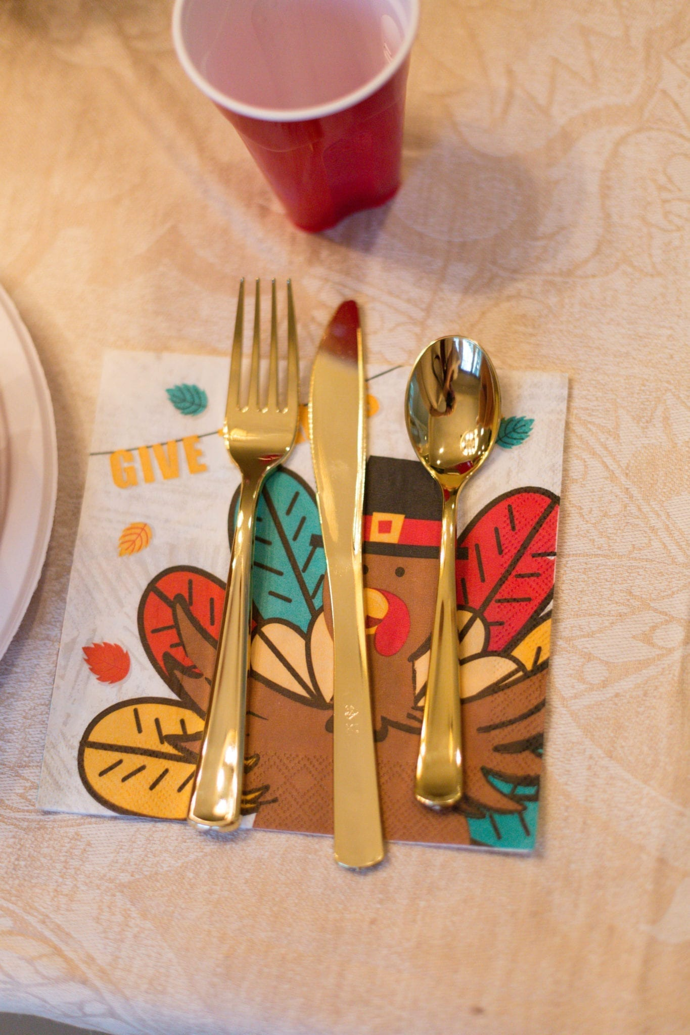 A very simple kids Thanksgiving Table
