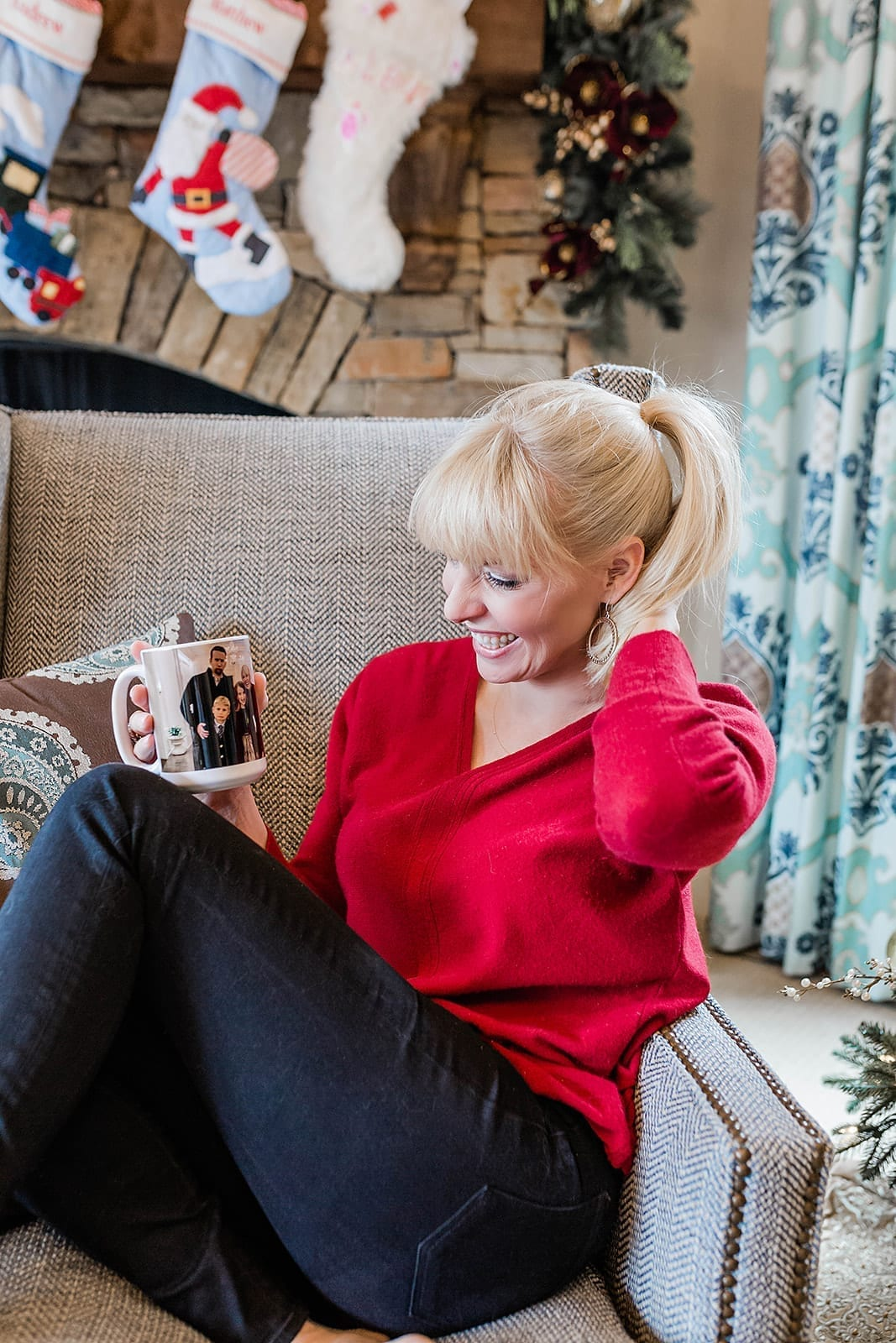 Lifestyle blogger, Kelly Page, of bluegraygal, shows her Personalized Coffee mug.