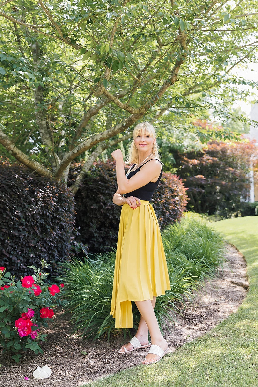 Spring skirt in yellow. How to wear yellow with black.