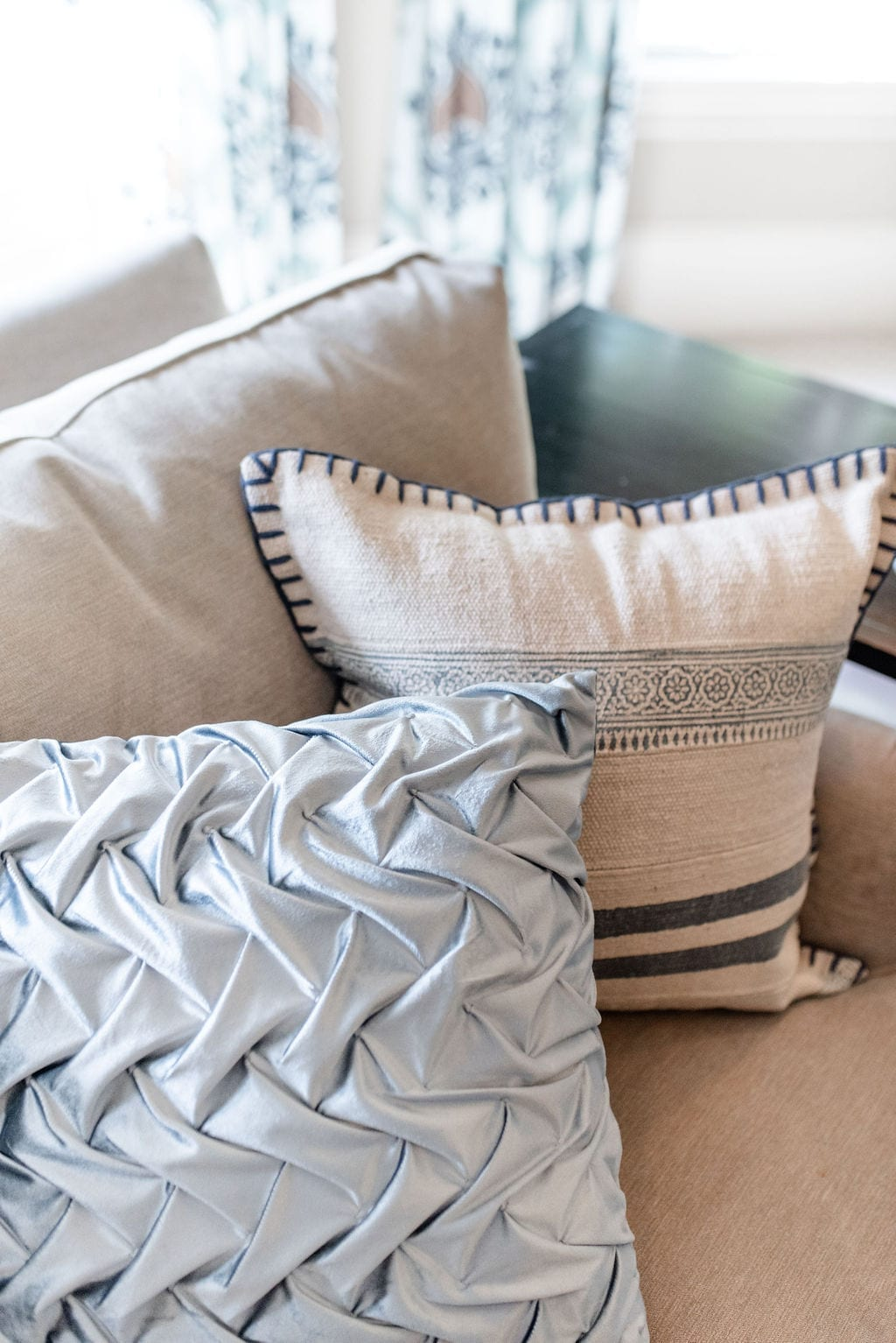 Wayfair throw pillows on sale! Gorgeous blue and white pillows with blue accents. See how to mix and match pillow patterns and colors on a simple table chenille couch.