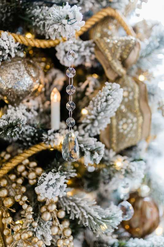 Gold Flocked Christmas Tree. How to decorate a Christmas tree in gold with crystal.