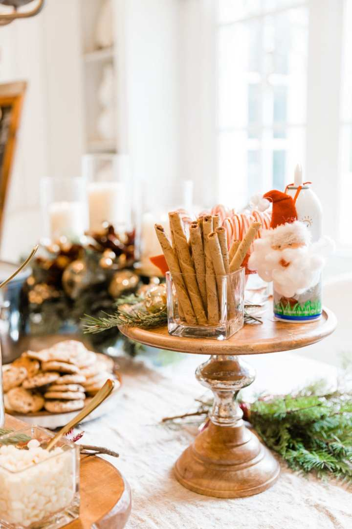 Yummy holiday party food station! Ideas for a holiday party with hot cocoa!