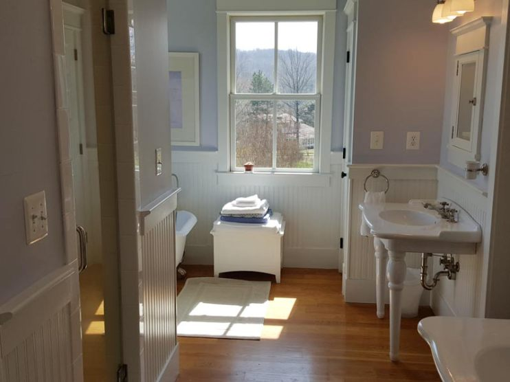 Upstairs Bathroom Pic 1