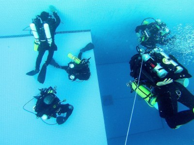 Rebreather Divers in pool Taiwan
