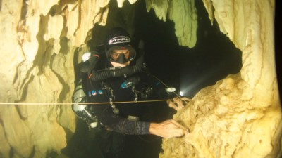 JJ CR Diver in Cave during course