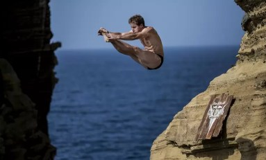 Dominacja Gary'ego Hunta w Red Bull Cliff Diving 2015 trwa – zwycięstwo na Azorach!