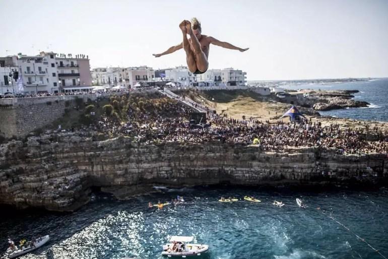 red-bull-cliff-diving-2016_kris-kolanus_fot-dean-treml_red-bull-content-pool_01024www