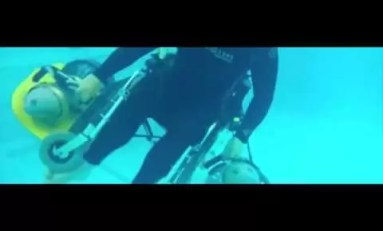 Podwodny wózek inwalidzki dla nurków