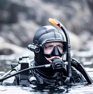 Camera diver