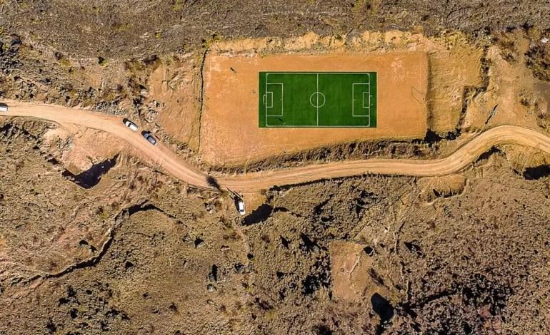 Boisko do piłki nożnej w górach Jabal w Oman fot.:Dronestagram/kolibik-foto