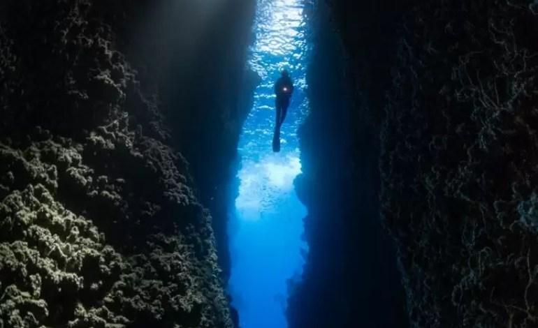 Wyróżnienie w kategorii Szeroki kąt Podwodna szczelina Wyspach Salomona fot Steve Kopp Ocean Art
