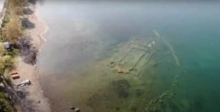 Ruiny kościoła, który zatonął w 740 roku, znajdują się na głębokości 3 metrów.