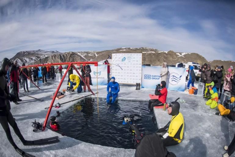 Rekordowe nurkowanie w wodach Bajkału.