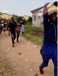 Happening now: Residents bust palliatives' warehouse in Gwagwalada, cart away food items (VIDEO)