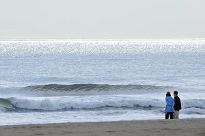 Photo By Paul Purpura : ©2009 NCL Magazine : A couple strolls along the beach at Virginia Beach, Virginia this past weekend.