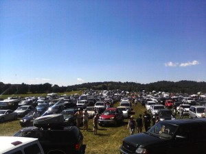 ©2013 Blue Ridge Life Magazine: Around 2:45 PM Thursday afternoon festival goers were trying to make their way into the Lockn' festival;. Reports of a 4 to 5 hour wait were common with some attendees running out of gas in line. This is near Route 29 and Oak Ridge Road.