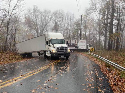 In Spite Of New Signs - 2 Trucks Block Reeds Gap Again On Thursday