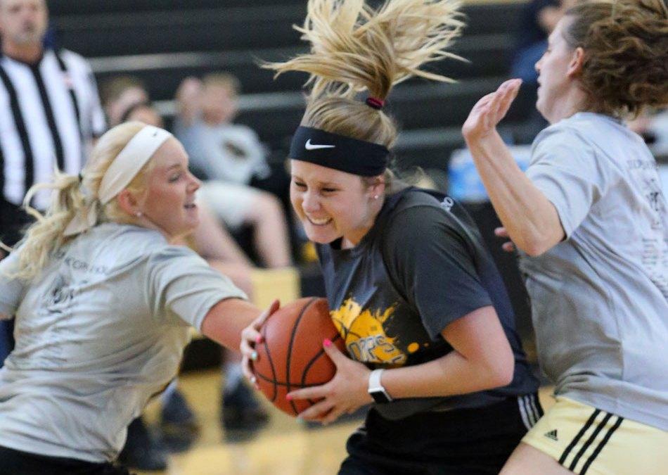 Basketball alumni back on high school court
