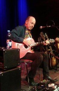 Knud Møller stod for de fleste af aftenens guitarsoloer