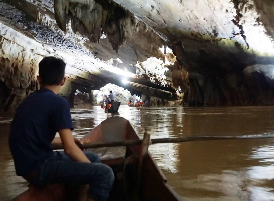 Exploring Phong Nha Cave by dragon boat