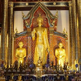 Buddha inside Wat Chedi Luang