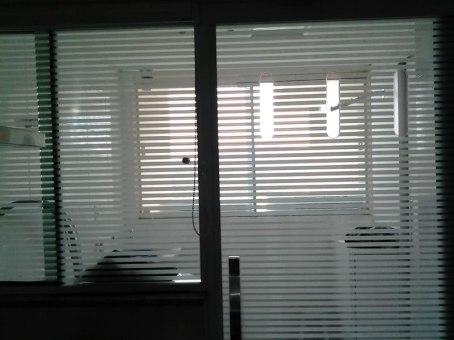 Área de Serviço em Película Decorativa Listrada (Venetion Blind)