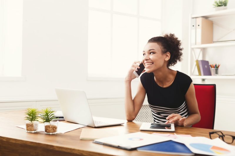 Blog- Woman using UC1 Connect to communicate with colleagues