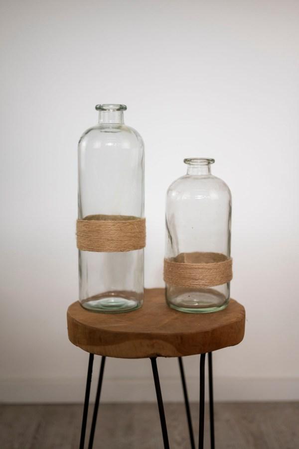 Flaschenvase mit Jute