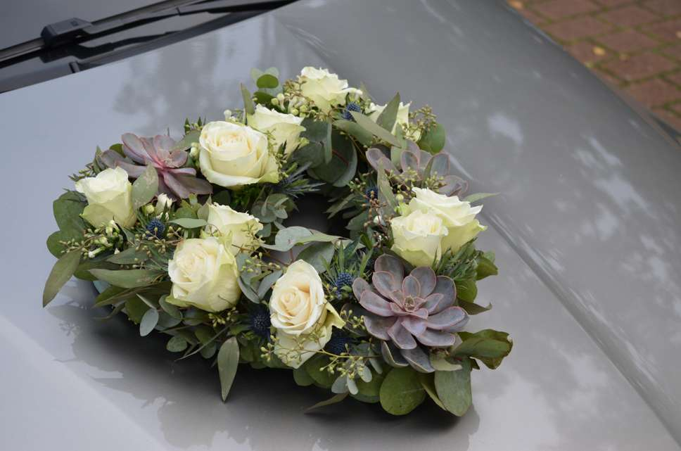 Autoschmuck Hochzeit Herz In Blumen Bluten Girlanden Fur