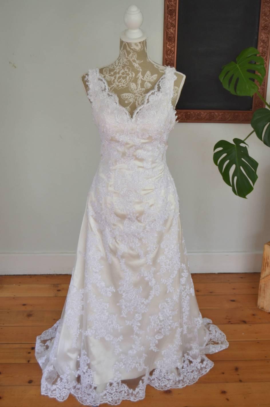 Sheath Bonell wedding dress