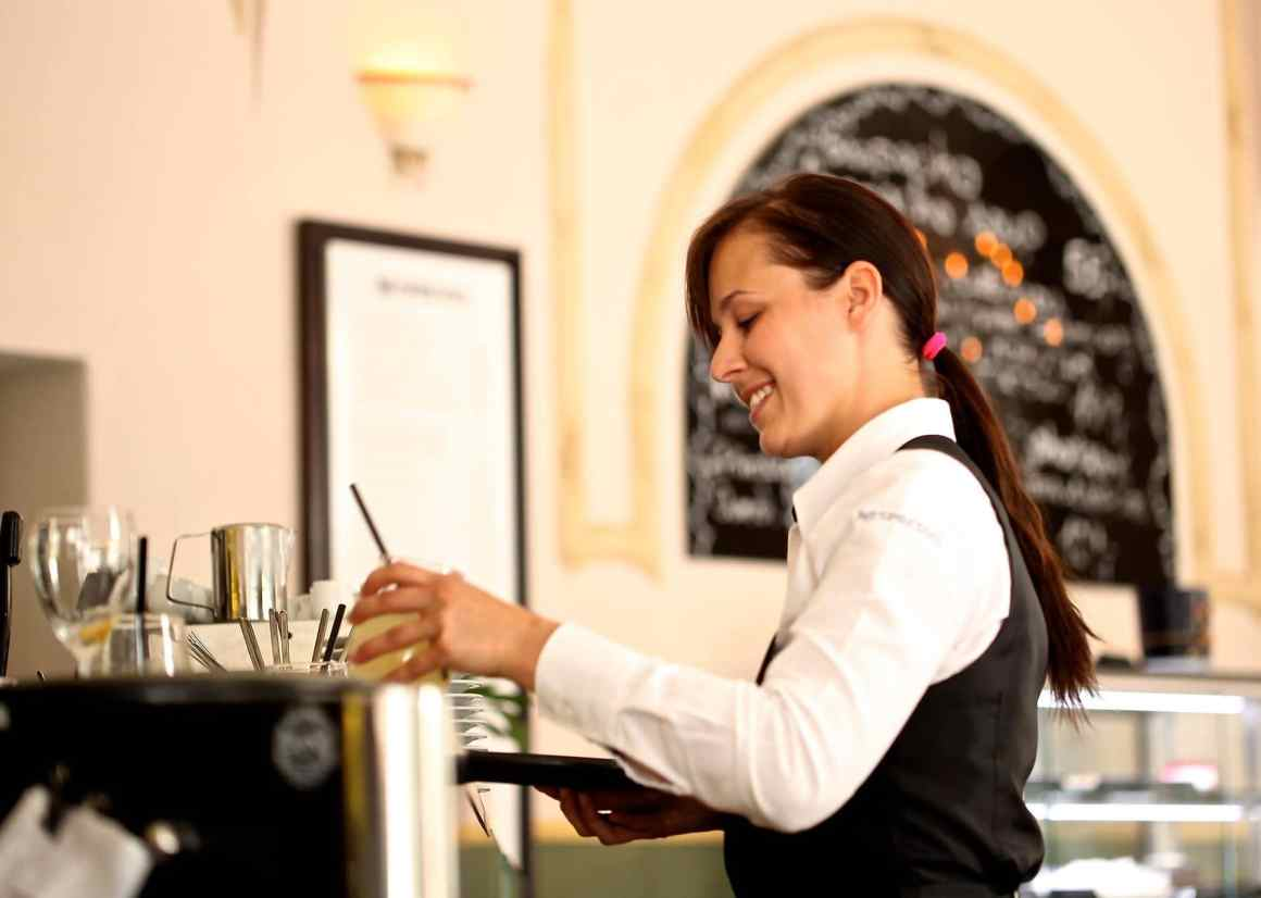 7 Traps Used By The Waiters That We Always Ignore 1