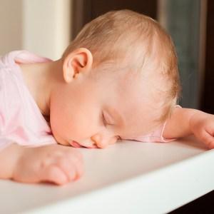 Bebé dormido después de comer