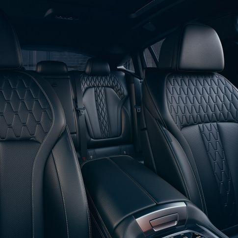 BMW X6 interieur met zicht op de bekleding.