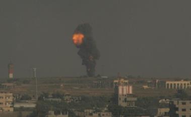 Após receber intenso bombardeio, Israel prepara ofensiva terrestre à Gaza