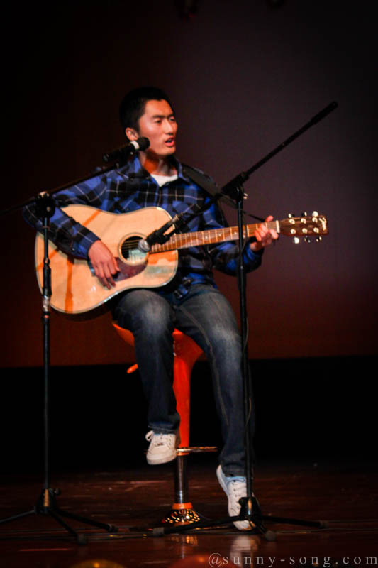 Played guitar to 200 students/stuff at the New Year Party of CKC, Zhejiang University 2011