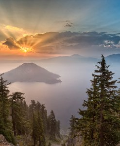 crater-lake-sunrise