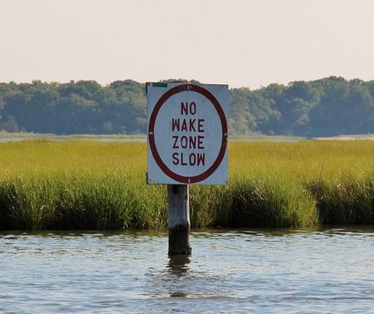 no-wake-sign.jpg