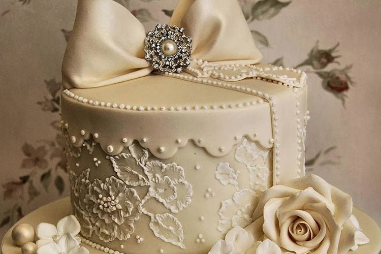 Extravagant Cakes For A Yacht Wedding