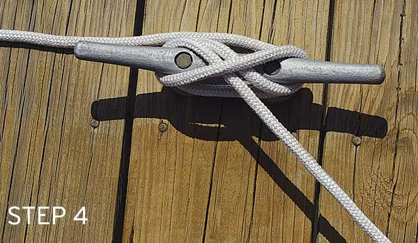 Photoof tying a cleat hitch step 4
