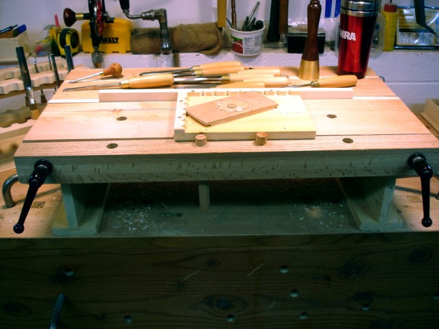 Share Wood carving workbench   x ample simple