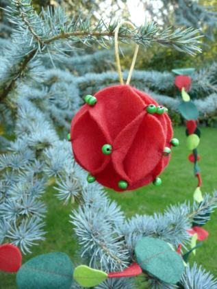 xmas bauble Bobbins and buttons