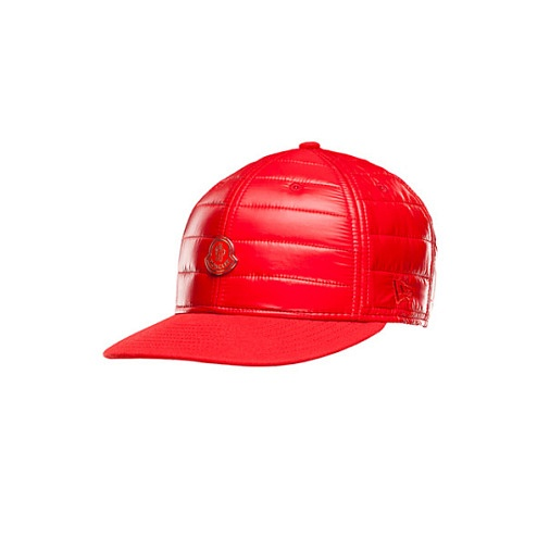 1444739203_Moncler-New-Era_rosso-590x590