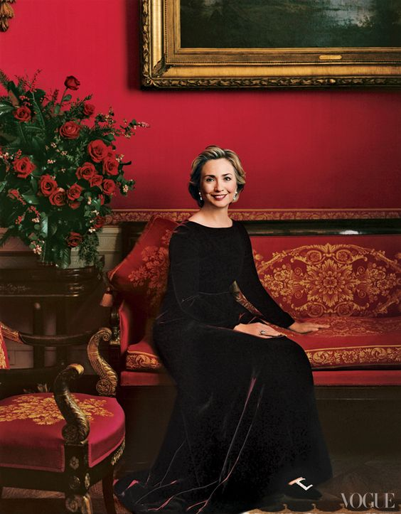 annie-leibovitz-photo-of-first-lady-hillary-clinton-vogue-december-1998