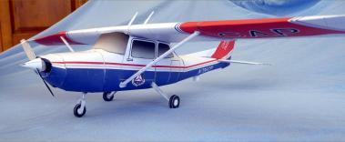 Papercraft imprimible y recortable del avión Cessna 172. Manualidades a Raudales.