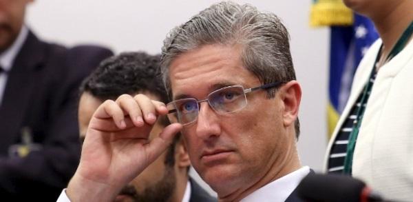 Comissão rejeita suspensão de impeachment