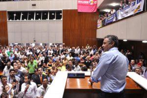 Novas regras das campanhas eleitorais obrigam candidatos a ter conteúdo, afirma Aécio Neves