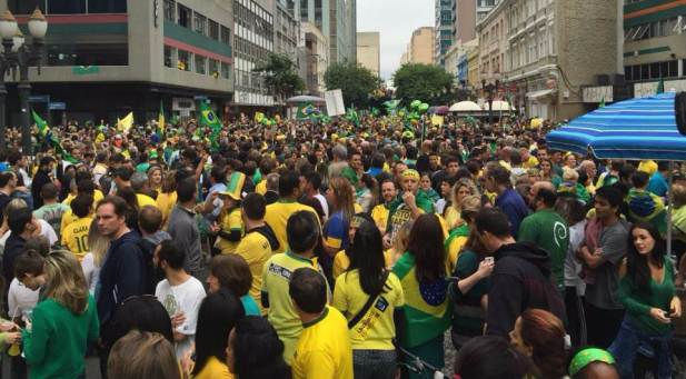Movimentos sociais prometem manifestações no centro de Curitiba neste domingo